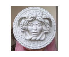 Medusa scultura dalle due greche ha come diametro  35 cm